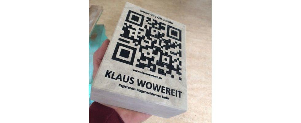 Pflasterstein mit QR-Code: Klaus Wowereit geehrt