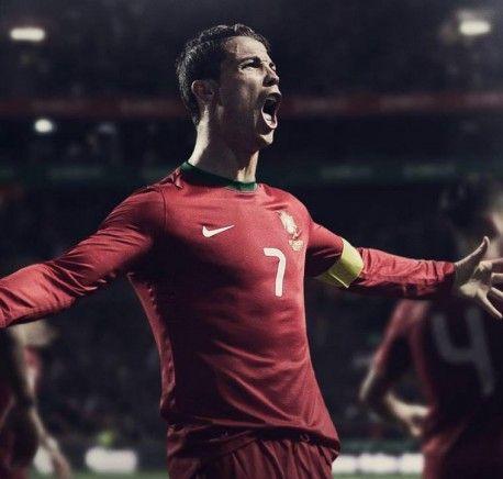Der 100 Millionen Mann: So hängt Facebook-Phänomen Cristiano Ronaldo seine Mitstreiter ab