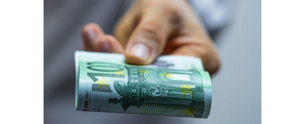Bares Geld für bleibende Mitarbeiter – Der Streit ums Abwerben