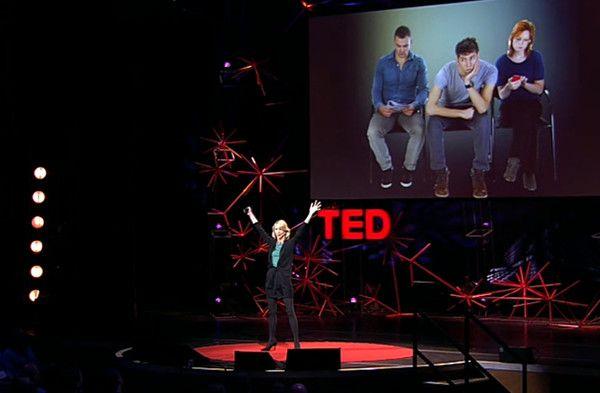 Amy Cuddy während ihres Vortrags bei TED, © TED