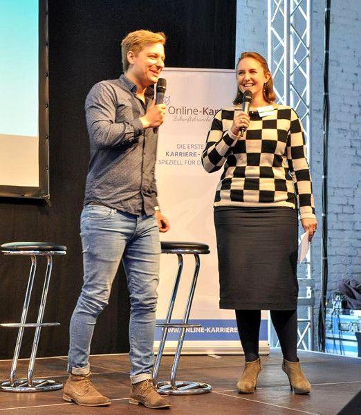 Christian Ulitzka, Unidesq, mit Katharina Wolff, premium consultants, auf der Bühne des Online-Karrieretag 2015 in Köln