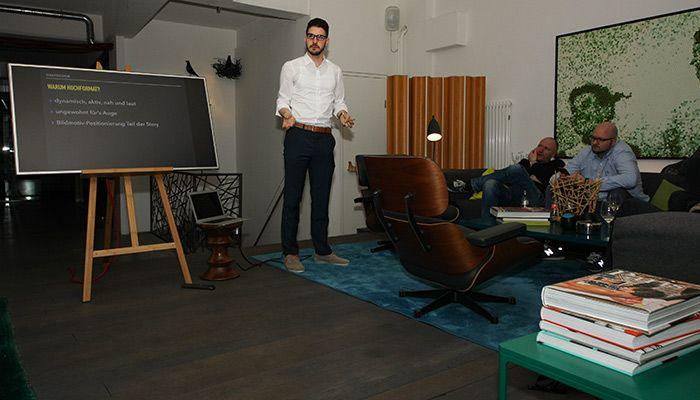 Veranstalter Farschid Eshaghmohammadi bei seinem Vortrag zu Snapchat Marketing im Places Hamburg