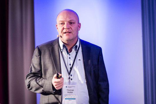 Thomas Hutter auf der Bühne der AFBMC, © Ulf Büschleb - AllFacebook Marketing Conference