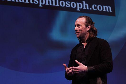 Gewährte alternative Betrachtungsweisen: Anders Indset, Wirtschaftsphilosoph und Entrepreneur. © T. Bauer | OnlineMarketing.de