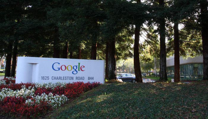 Konkurrenz für Facebook: Google-App mit schlauerem Newsfeed