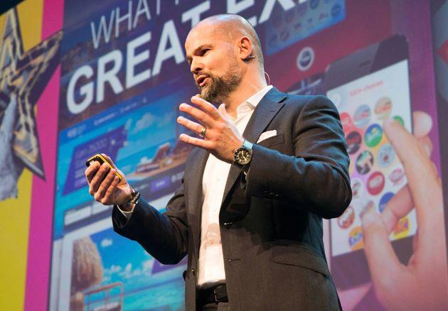 Stefan Ropers bei seinem Vortrag auf der Online Marketing Rockstars Konferenz, © Berti Kolbow-Lehradt / Faktor 3