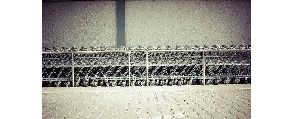 Der deutsche E-Commerce floriert: Jeder Zweite kauft online und Warenkörbe legen zu