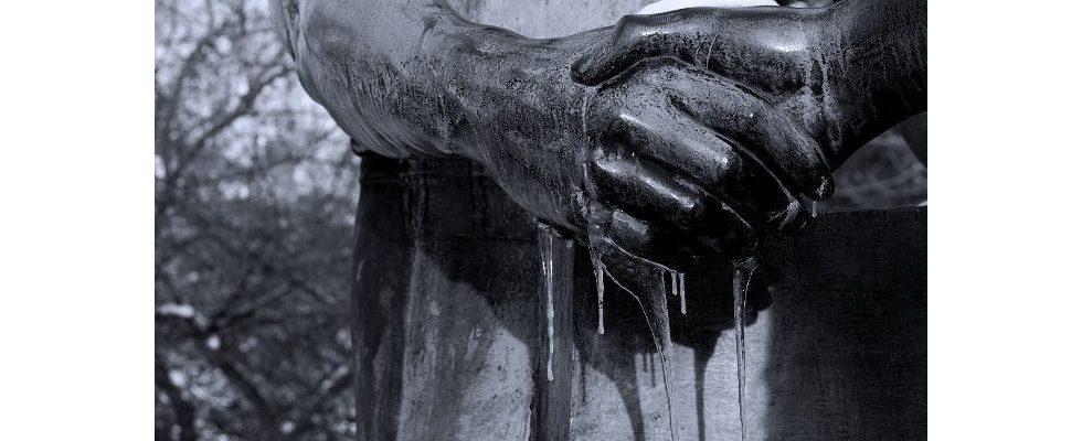 Eindruck hinterlassen – Fünf Regeln für den perfekten Händedruck