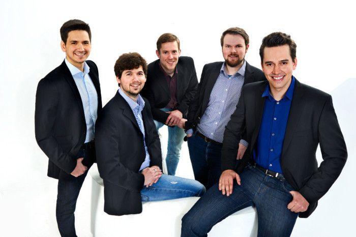 Das Baqend-Team: Malte Lauenroth, Florian Bücklers, Erik Witt, Hannes Kuhlmann und Felix Gessert