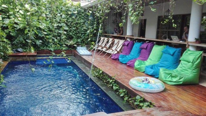 Der Pool im Co-Working-Space Dojo auf Bali lädt zum Abkühlen ein.