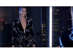 Kenza Zouiten präsentiert den Data_Dress, Quelle: Ivyrebel / YouTube