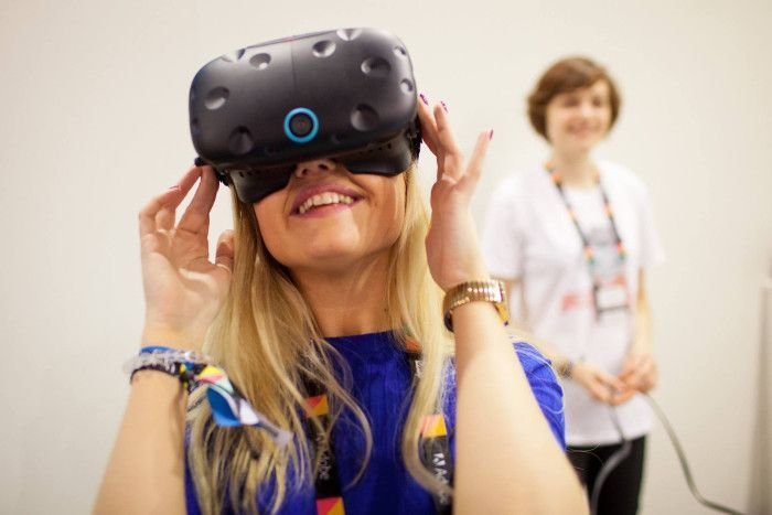 Jede Digitalmesse braucht ihre VR-Brillen, © Online Marketing Rockstars / Facebook