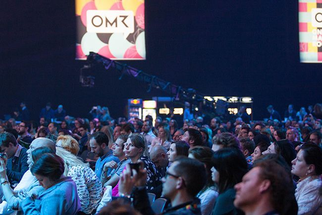 Besucher der OMR Konferenz 2017 in den Hamburger Messehallen. © Tina Bauer | OnlineMarketing.de
