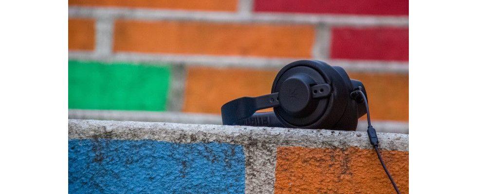 Podcast Playbook: Der erste Guide für Podcast-Werbung vom IAB