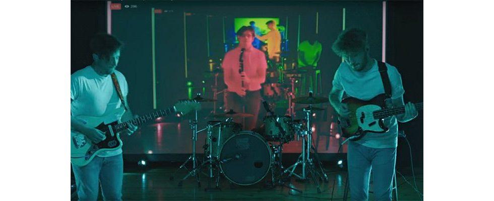 Wie eine Band aus der Verzögerung beim Live Streaming ein episches Musikvideo kreiert
