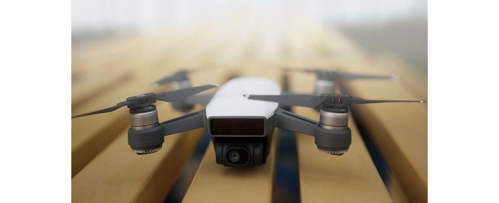 Gegen Tod durch Überstunden: Japanische Drohne läutet den Feierabend mit Musik ein