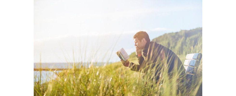 Wer mehr liest, lebt länger: Warum uns Bücher Lebenszeit schenken