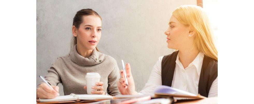 Aktives Zuhören: Diese 5 Barrieren hindern Führungskräfte an einer guten Mitarbeiterkommunikation