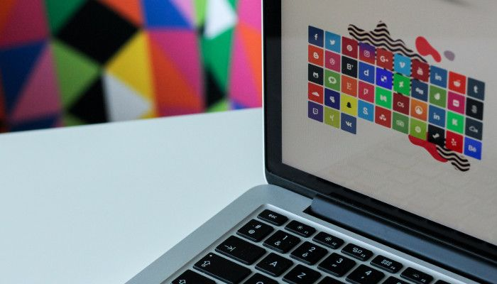 Bildschirm Laptop mit Social Media Icons