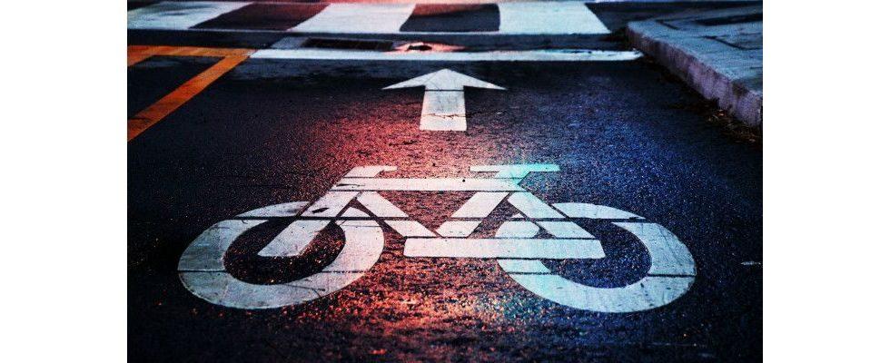 Mit dem Rad zur Arbeit: Mitarbeiter können E-Bikes über Firma leasen