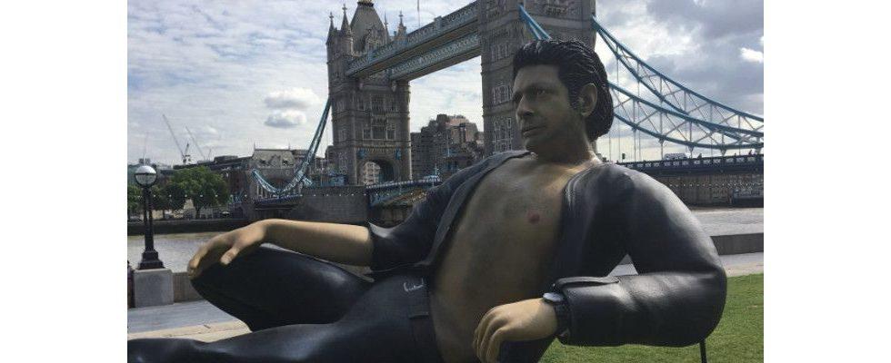 PR-Stunt: Ein riesiger Jeff Goldblum räkelt sich mit offenem Hemd vor der Tower Bridge