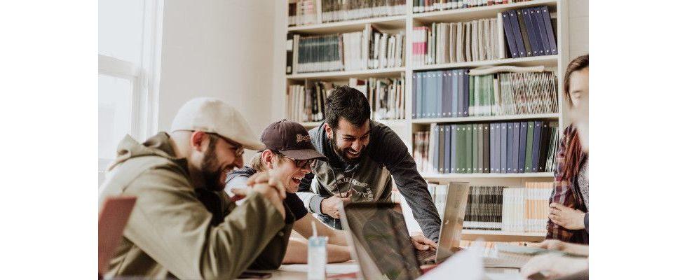 Außenseiter im Büro: Wie du dich gekonnt ins Team integrierst