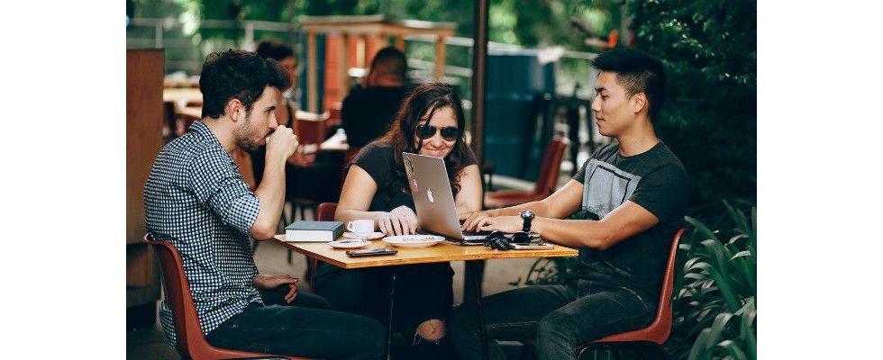 Gen Z und Millennials stehen für Jobhopping und neues Arbeitsgefühl