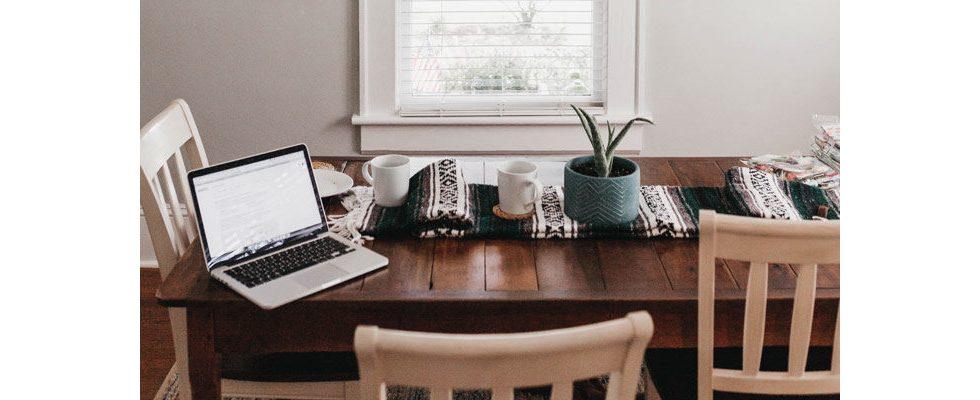 Weniger Freizeit, mehr Arbeit: Wie Homeoffice und Gleitzeit Mütter doppelt belasten