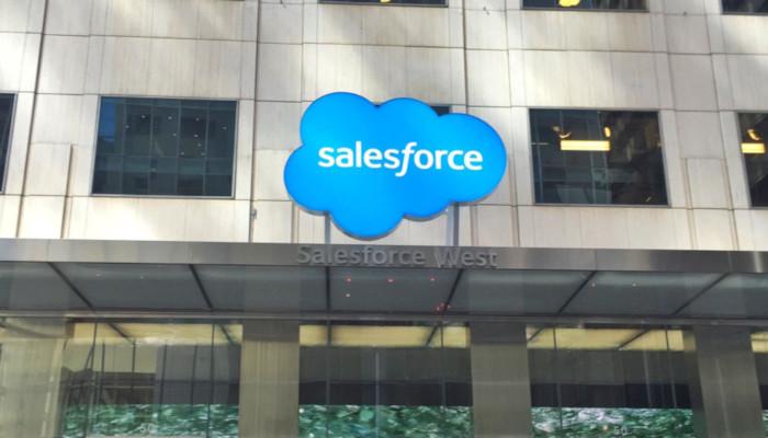 Salesforce Zeichen auf Gebäude