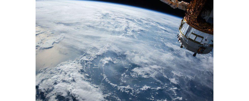Amazon fordert bei FCC Erlaubnis für Launch von Internetsatelliten an
