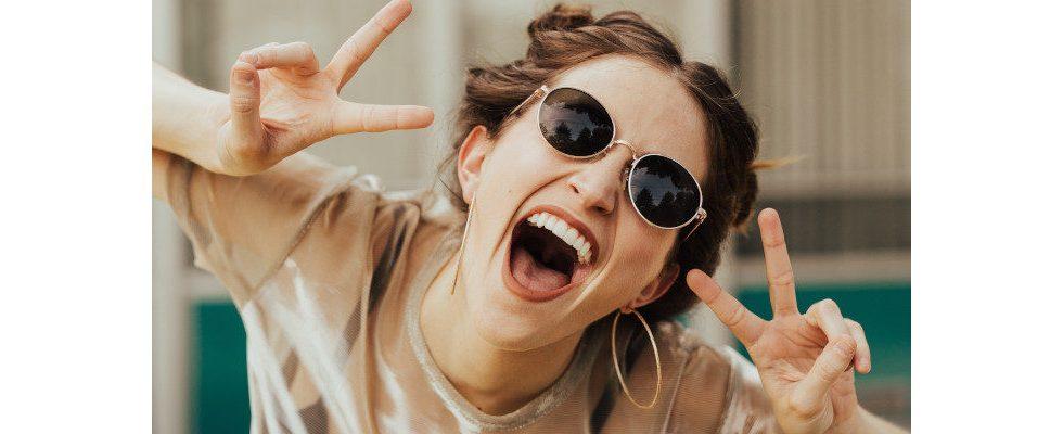 Zappelphilipp bei Nervosität? Diese Gestiken solltest du im Jobinterview vermeiden