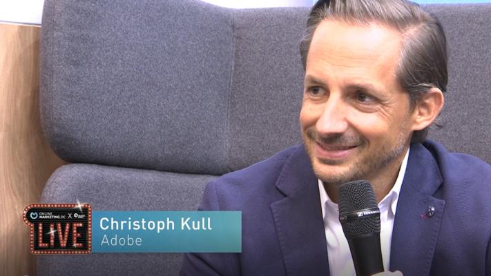 Die perfekte Customer Experience durch AI: Christoph Kull von Adobe   OnlineMarketing.de