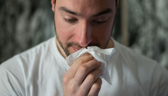 Viele Arbeitnehmer gehen erkältet ins Büro