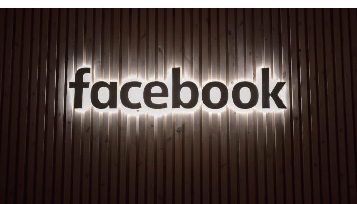 Auf dem Bild ist das Facebook logo zu sehen