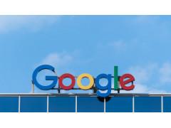 Google-Logo auf Gebäudedach