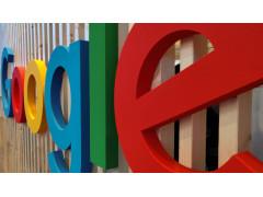 Google Schriftzug auf Holz