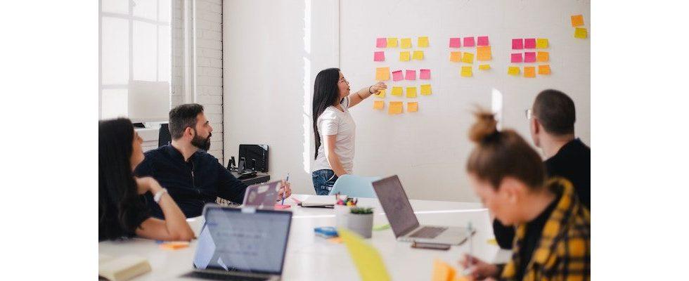 Selbstorganisation: So funktioniert sie für Unternehmen und das Team