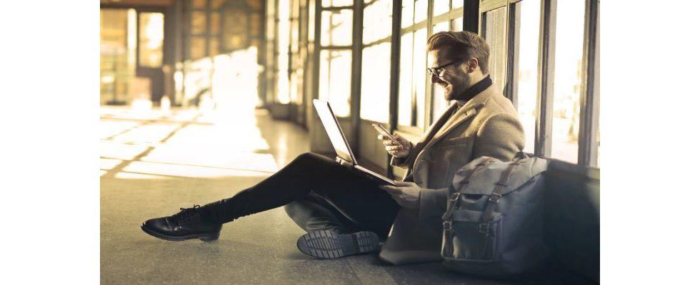 Wer im Glashaus sitzt… Gen X ist häufiger am Handy als Millennials