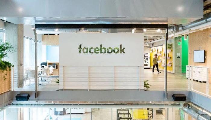 Hashtags und Mentions bei Facebook bald im neuen Blau der Marke? | OnlineMarketing.de