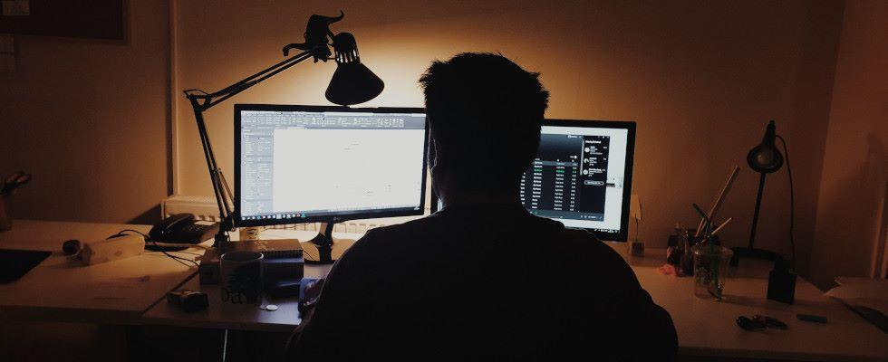 8 Stunden vor dem Bildschirm: Gesundheitliche Folgen von Home Office und wie du dich schützt