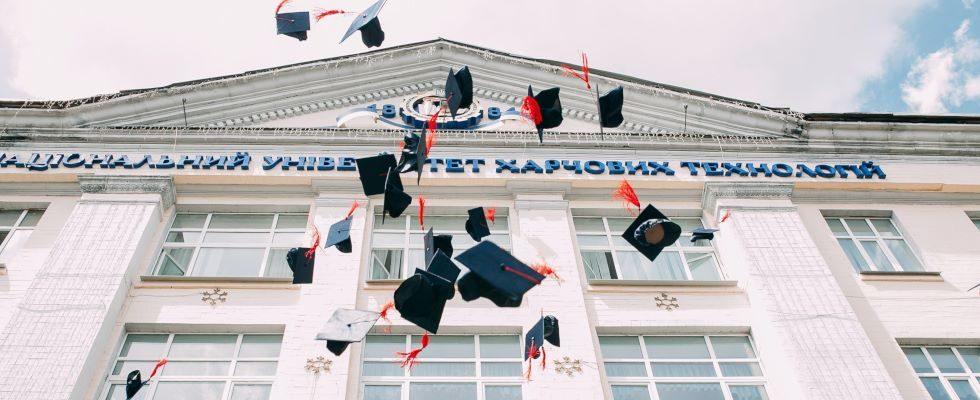 Gehaltsreport: Mit diesen Studienfächern verdienen Akademiker:innen im Job weniger