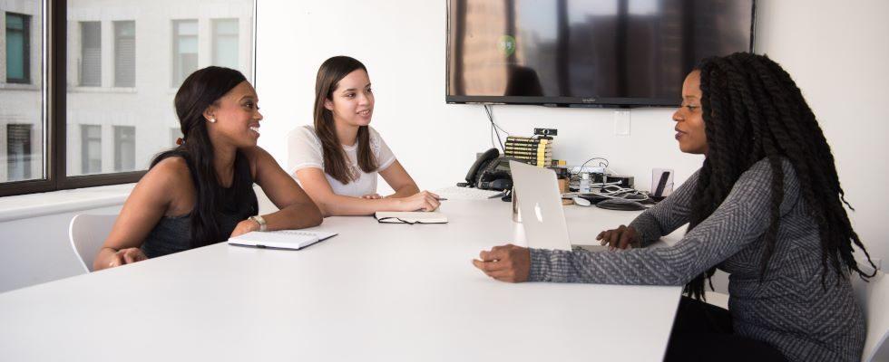"""""""Wie viel verdienen Sie?"""" – So reagierst du, wenn Personaler:innen nach deinem aktuellen Gehalt fragen"""