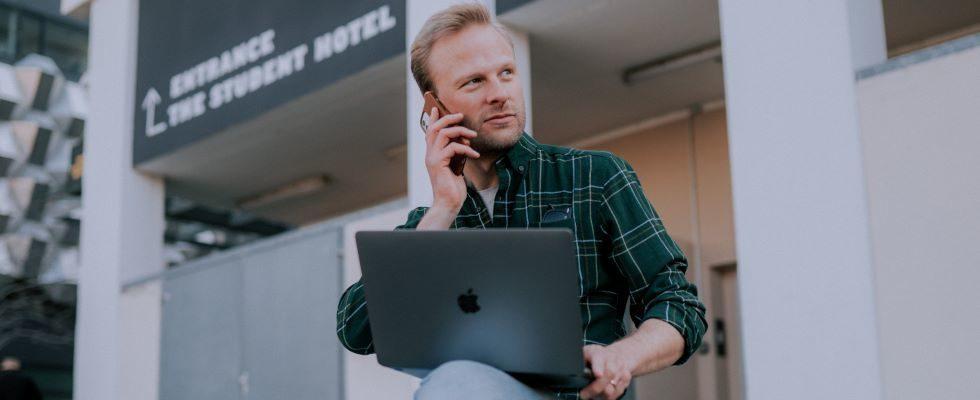 Präsenzarbeit und Home Office vereint: In 4 Schritten zum hybriden Arbeitsmodell
